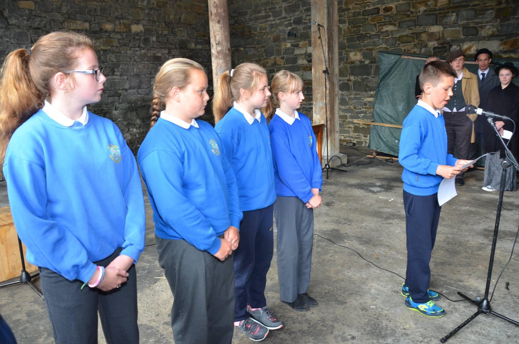 Children from Scoil Eanna read their Proclamation